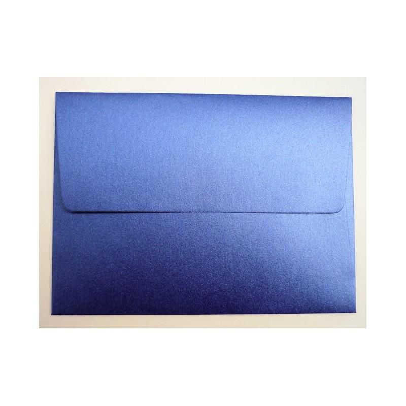 Sobre color azul